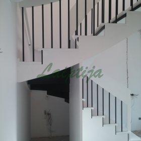erdve_po_laiptais_09